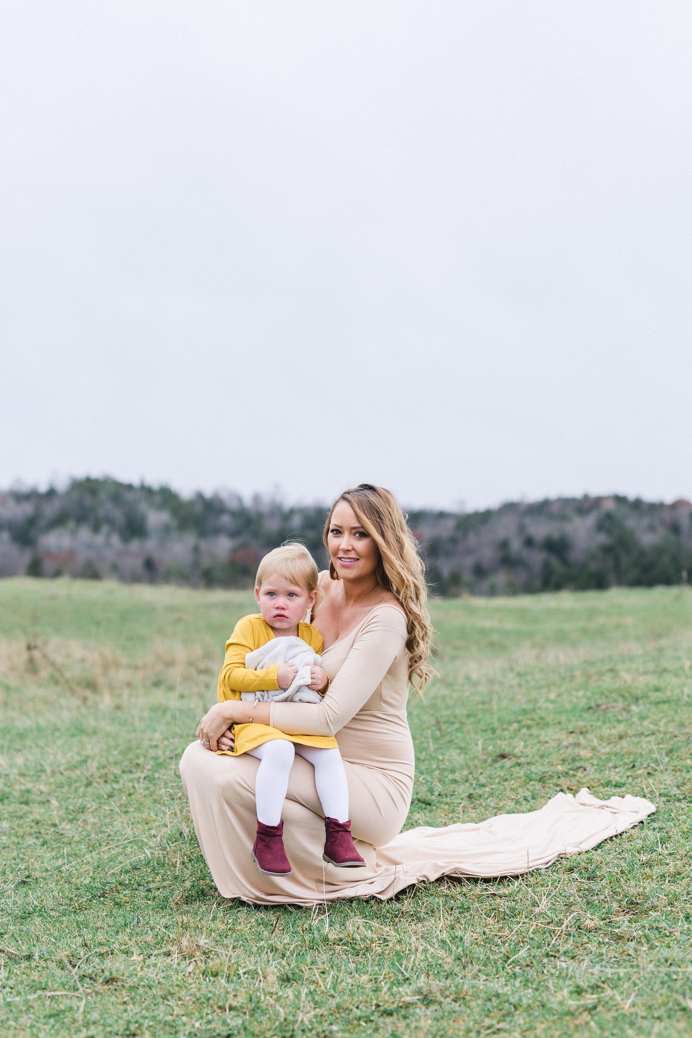 Maternity-photos-horse-garland-snow-wakefield-ontario-ottawa-11.jpg
