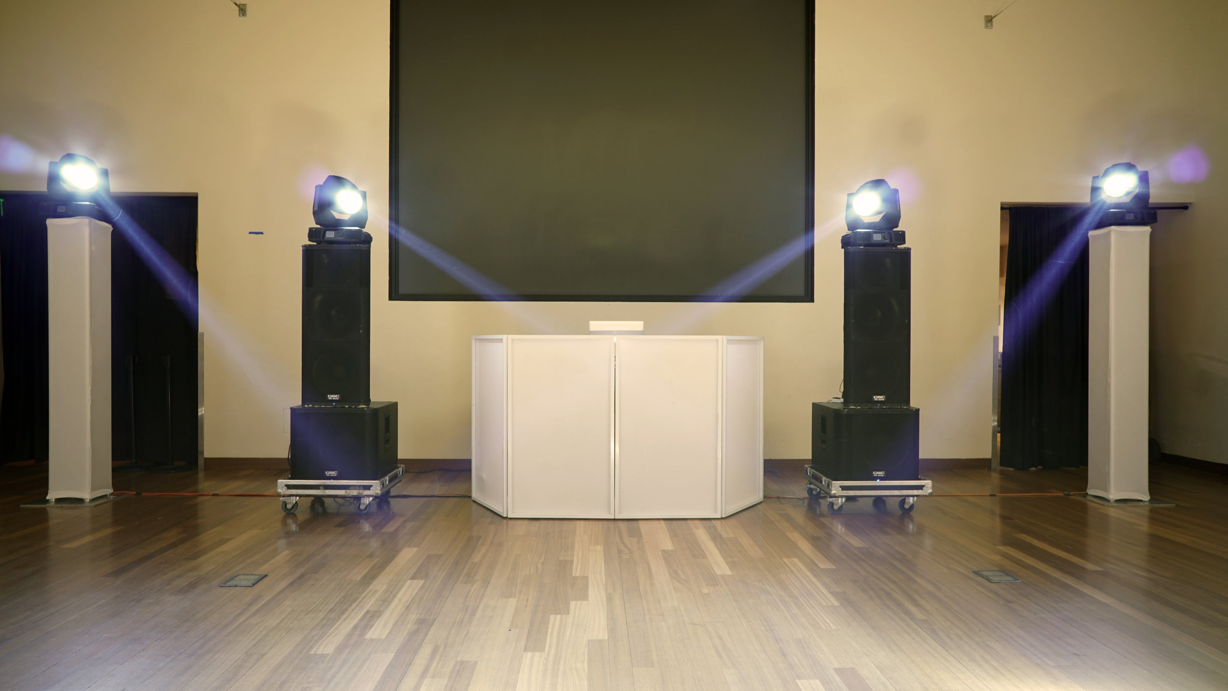 Full range sound with 4 intelligent lights.jpg