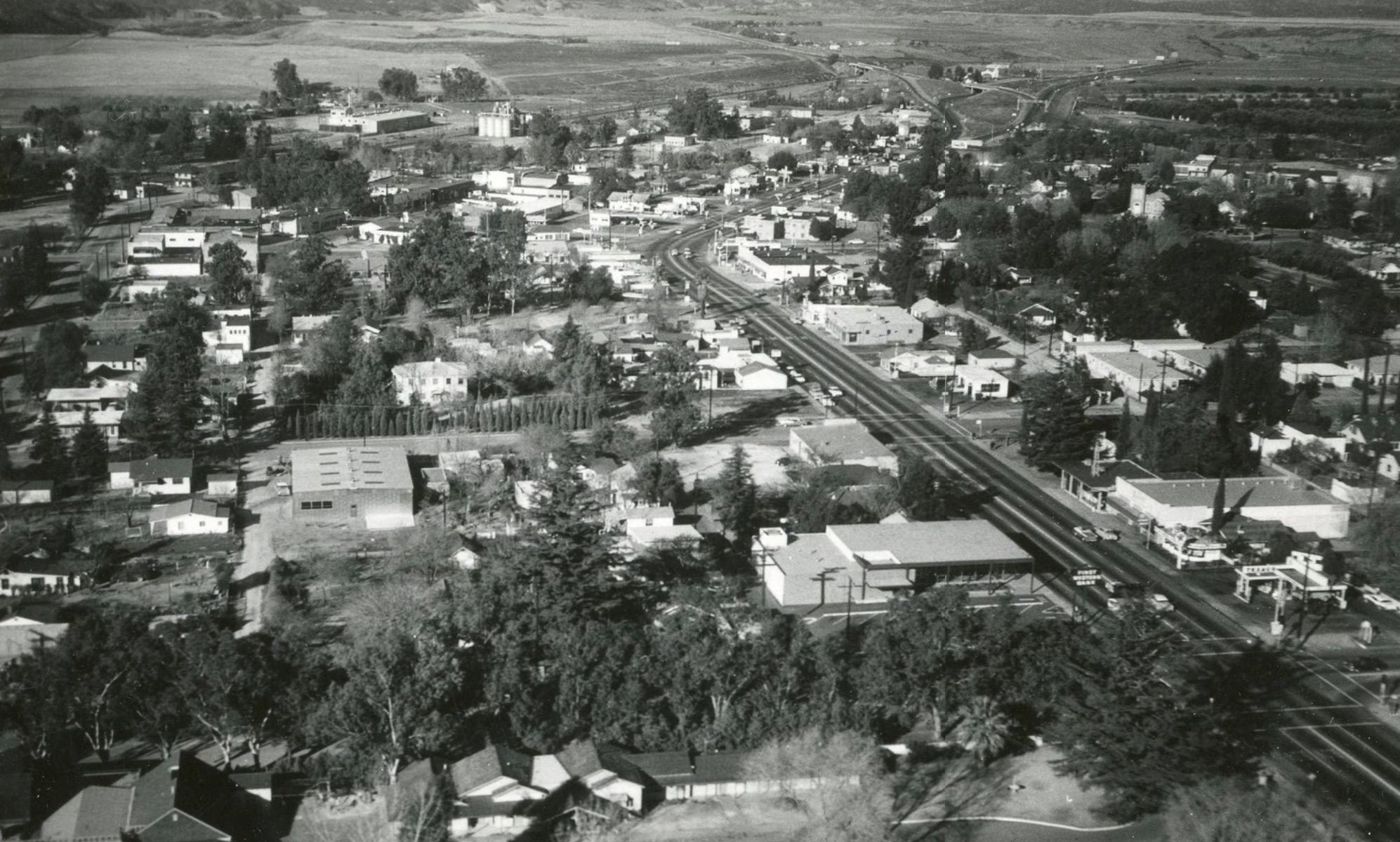 Downtown Beaumont - 6th St - 1950's (Note: Photograph Courtesy of the Banning Library District)
