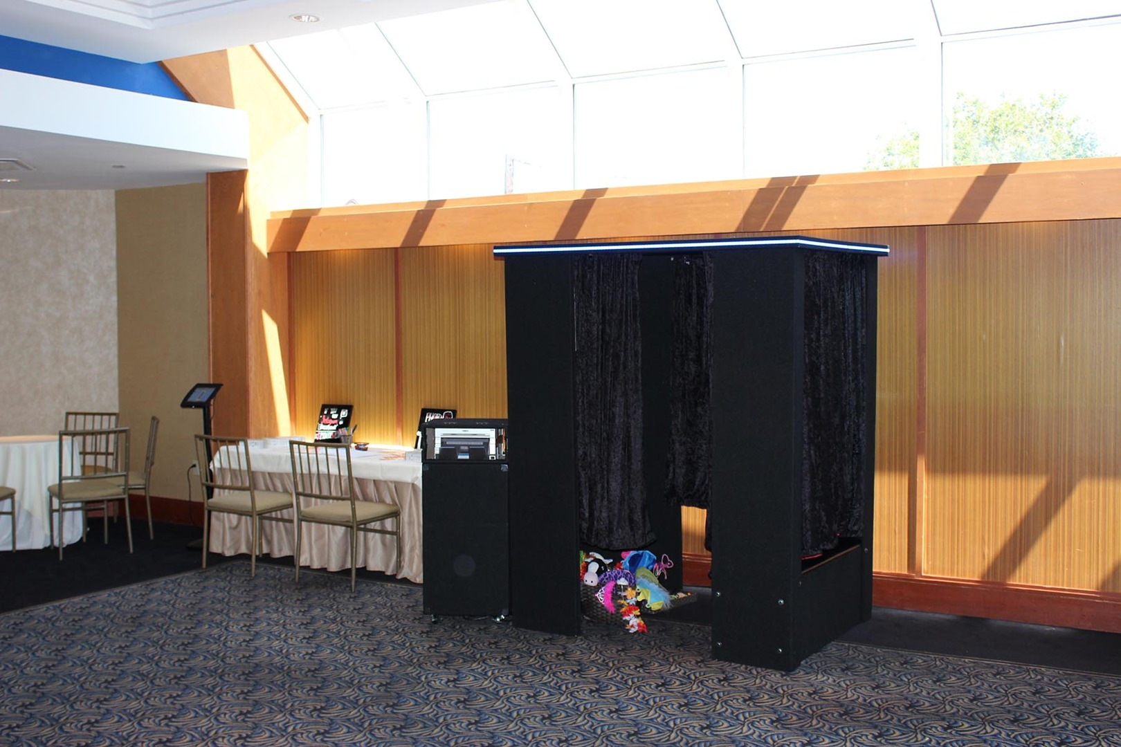 Indoor Booth - This setup is similar to the enclosed booth, but configured for indoor applications. Base 4 hour Package - $580