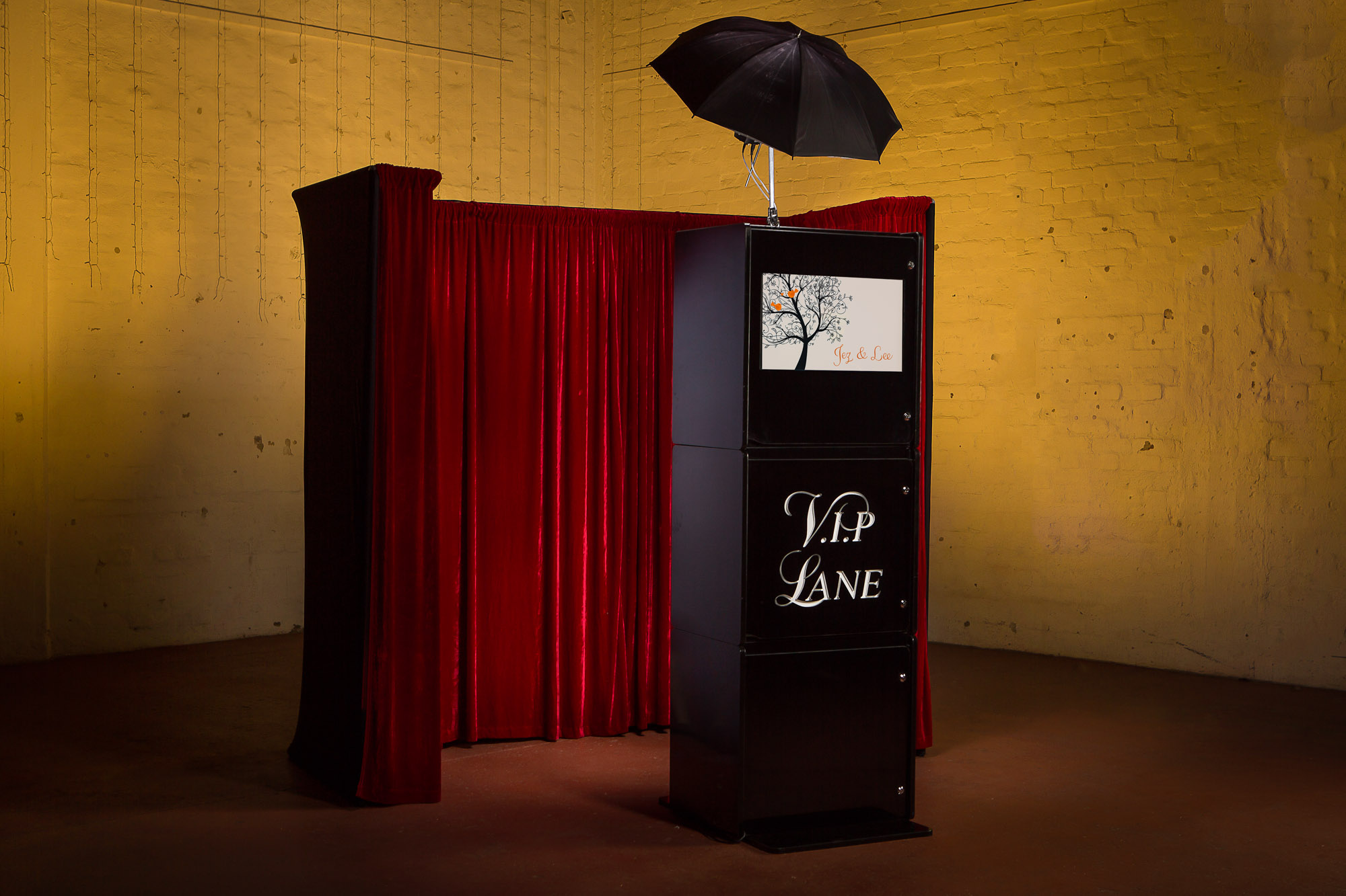Semi-open Booth - This setup gives guests a bit of privacy, while allowing for larger group shots. This booth has a more traditional look.Base 4 hour Package - $650