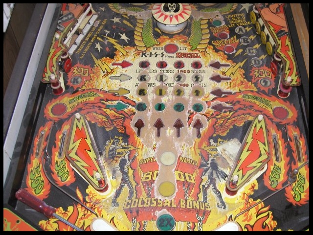 Close-up of lower playfield. Notice the extreme wear on the playfield. This is very common on KISS machines.