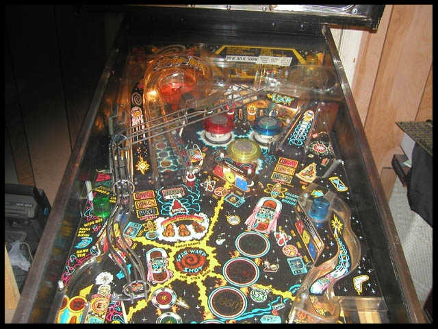 A shot of the upper playfield. Note the ramps on each side of the machine.