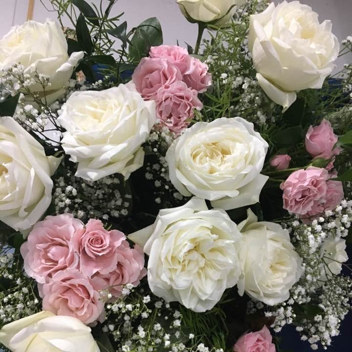 Do you love Garden Roses, but your budget doesn't? Ask your florist about standard varieties, like this White Polo Rose, that can have the same look for less!