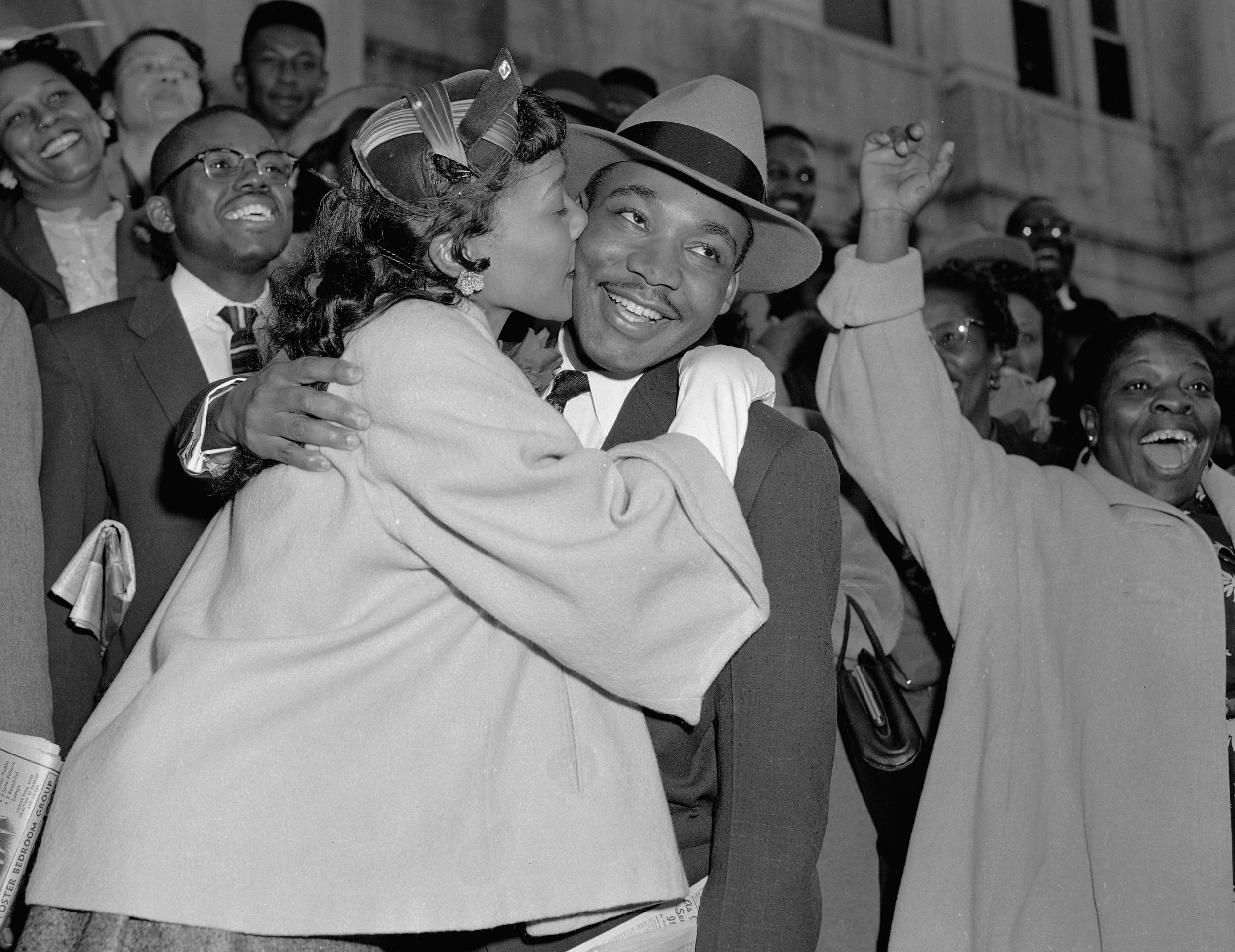 PAGE: 29:DR. MARTIN LUTHER KING, JR. AND HIS WIFE, CORETTA,RETURNED TO ATLANTA FOLLOWING THE SUCCESSFUL 381-DAY MONTGOMERY BUS BOYCOTT (PERMISIION OF THE ASSOCIATED PRESS).