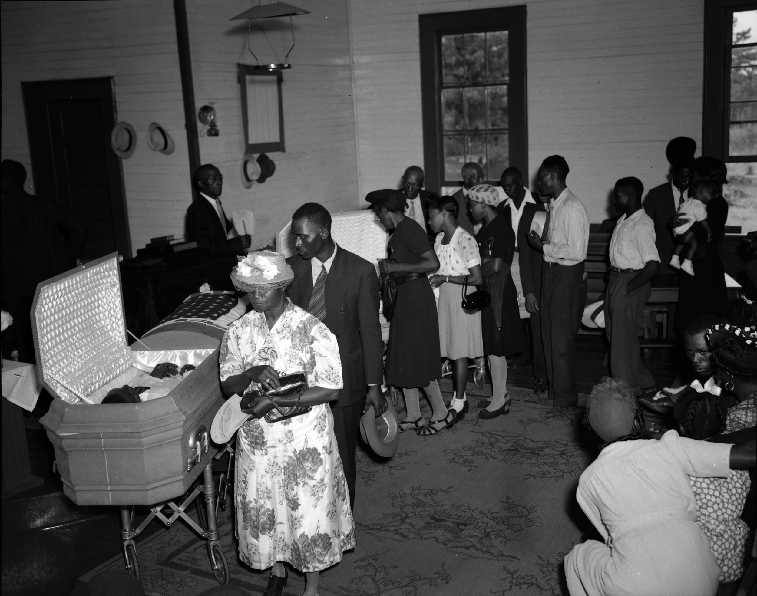PAGE 22: ATLANTA NEWSPAPERS DID NOT SHY AWAY FROM BRINGING ATTENTION TO THE QUADRUPLE MURDER OF TWO BLACK COUPLES. PICTURED, MOURNERS ATTEND THE FUNERAL OF THE VICTIMS AT MOUNT PERY BAPTIST CHURCH IN BISHOP, GEORGIA (PERMISSION OF THE ASSOCIATED PRESS).
