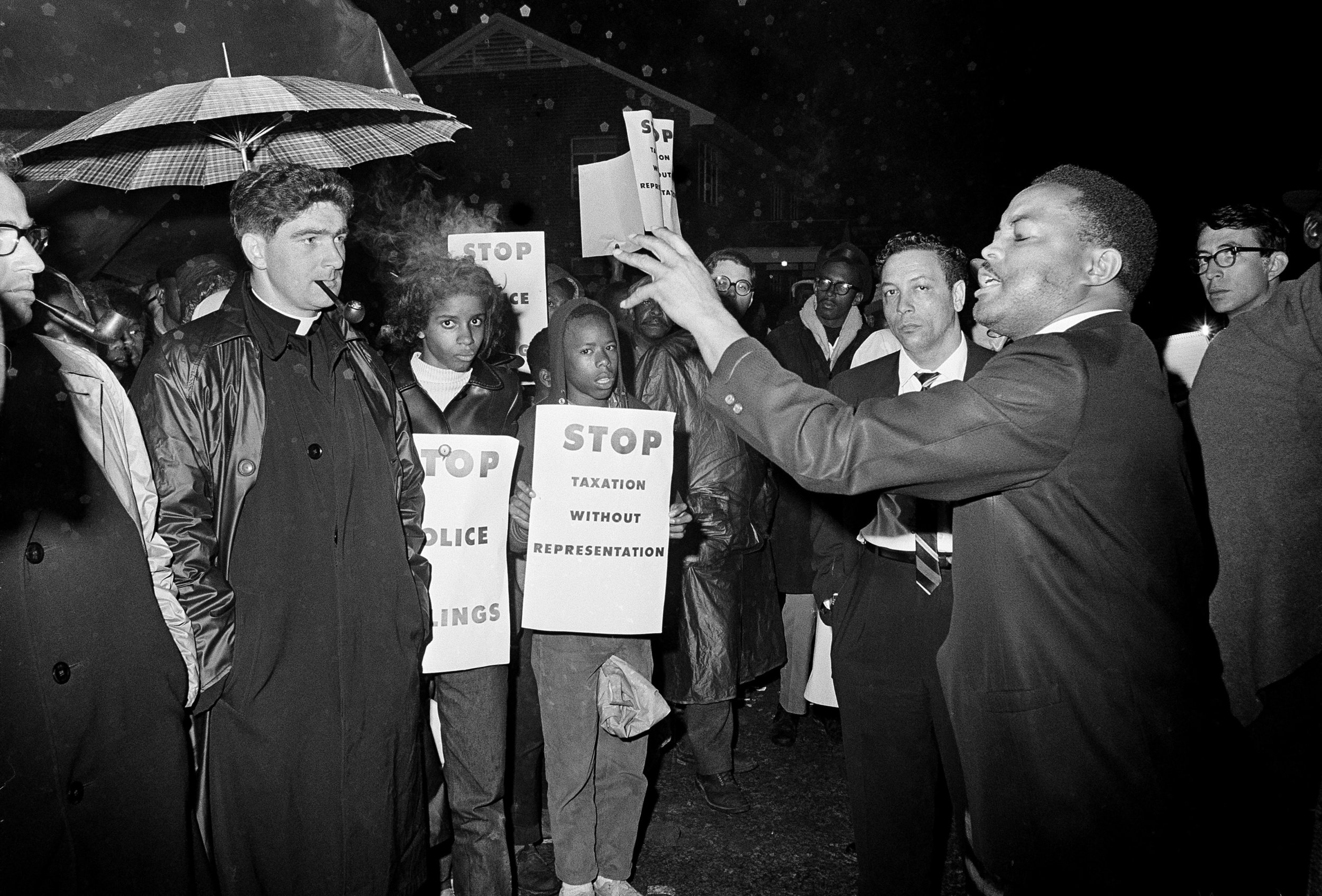 """PAGE 90: ON FEBRUARY 13, 1965, SCLC FIELD DIRECTOR HOSEA WILLIAMS INFORMS A CROWD OF DEMONSTRATORS IN SELMA, ALABAMA THAT """"COME HELL OR HIGH WATER,"""" THEY WILL MARCH TO THE DALLAS COUNTY COURTHOUSE TO VOTE (PERMISSION OF THE ASSOCIATED PRESS)."""