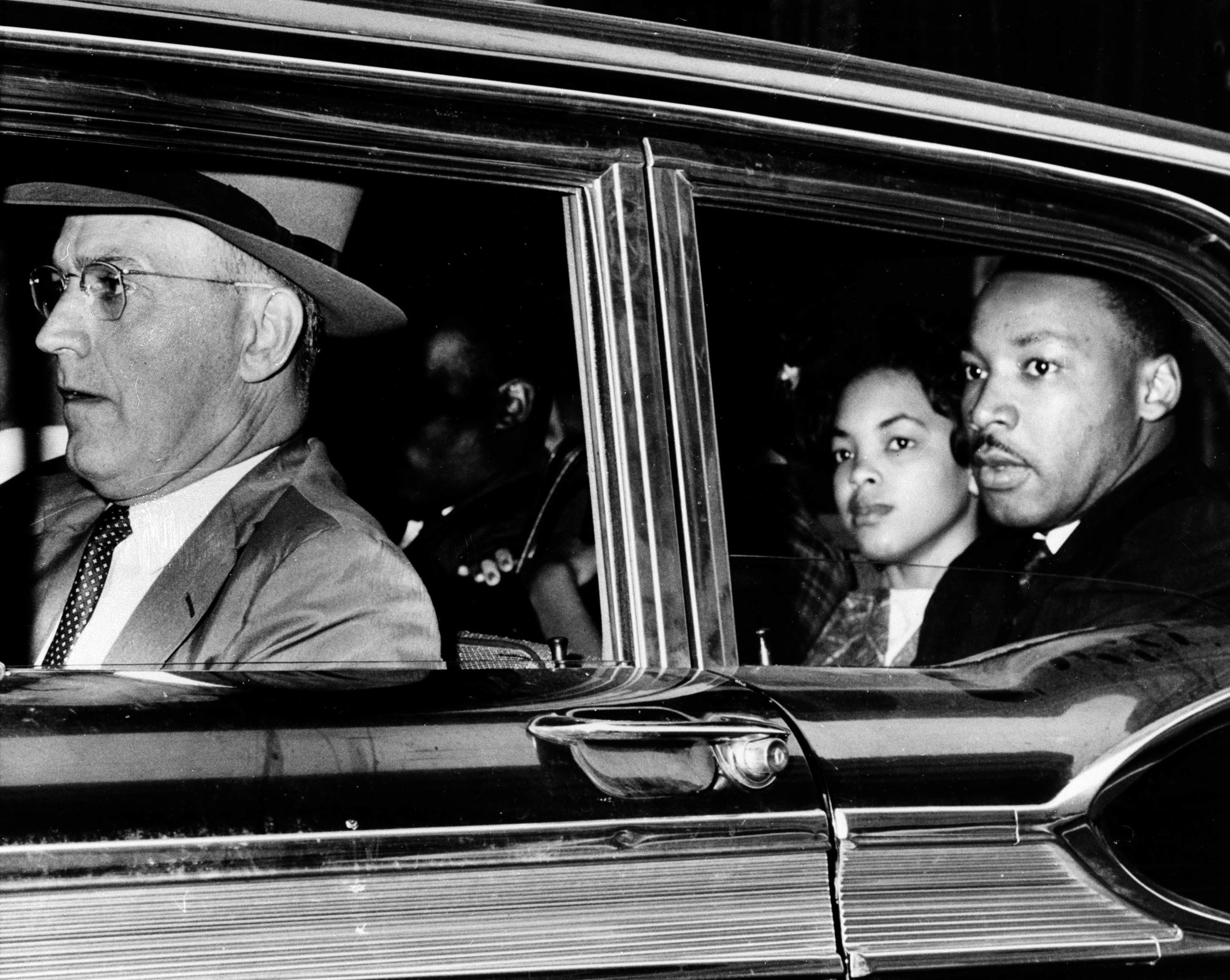 PAGE 53: DR. MARTIN LUTHER KING JR. WAS ARRESTED ALONG WITH 52 STUDENTS ON OCTOBER 19, 1960 FOR ATTEMPTING TO INTEGRATE A CAFETERIA AT RICH'S DEPARTMENT STORE.TAKEN AWAY IN A POLICE CAR DRIVEN BY ATLANTA POLICE CAPTAIN R.E.. LITTLE ARE DR. KING AND STUDENT ACTIVISTS, AGNUS BLONDEAN ORBERT (NELSON), MARILYN PRICE, AND LONNIE KING (OBSCURED).