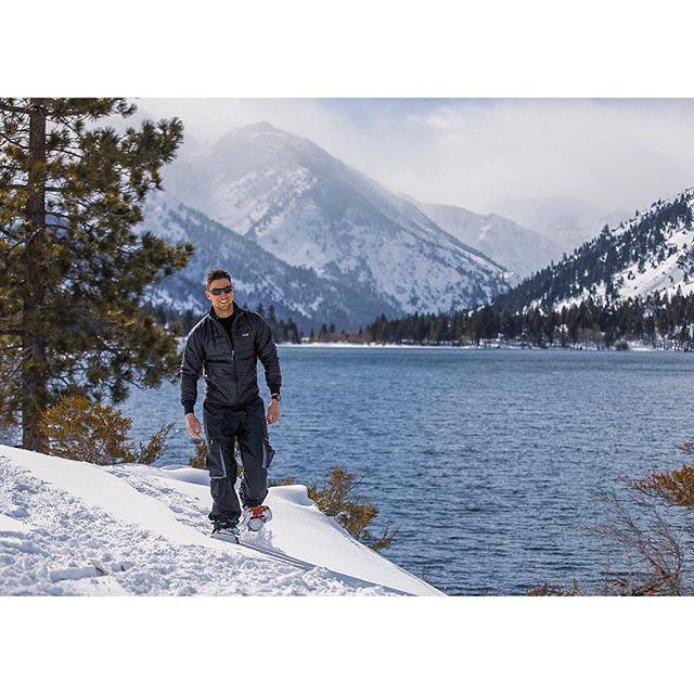 Happy Saturday - Get out there and get after it! Flashback to snowshoeing in the Sierras last week 📸: @stevemakowski
