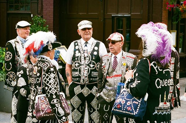 Pearly Kings and Queens a few weeks back on the @kosmofoto @londoncameraproject Greenwich photo walk. Always appreciate how agfa vista reproduces red in its stock. Complete travesty that it has been discontinued. #london #londonphotowalk #clicksnotcliques #filmisnotdead #35mm #nikonf #analogphotography