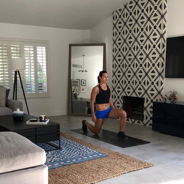 Just 3o minutes a day  Tag a friend that needs  #wine #yoga #workout  Don't let time or travel slow your fitness down! #homeworkout #nutrition #lasvegas #healthy