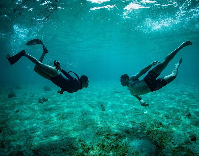 Quiet Moment w/ @moulingxi Photo by @pinky_freediver ♻️ #diving #palawan #philippines #underwater #underwaterphotography #freediving