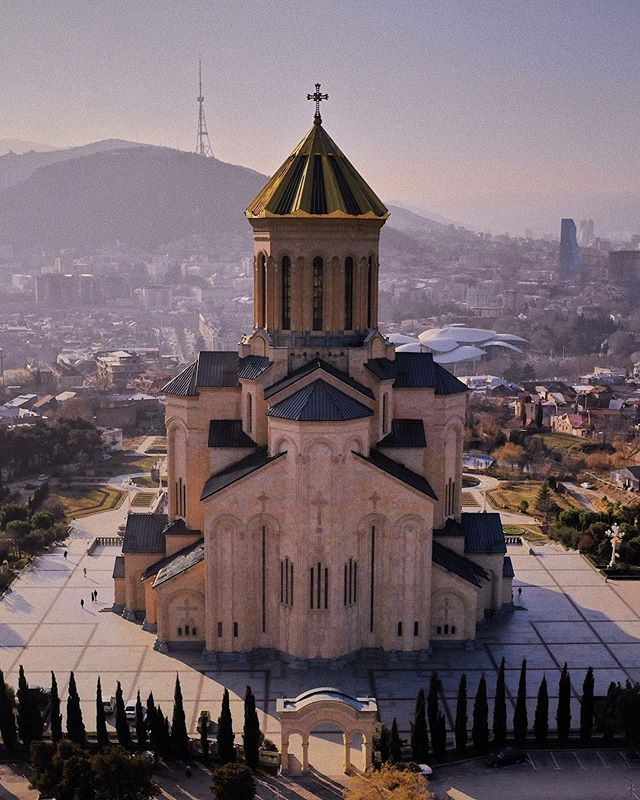 chatchapuri ♻️ #tbilisi #tiflis #georgia #aerial #aerialphotography #mavic2pro #dji #explore #tones #light #architecture #landscapephotography #harkmeinrich