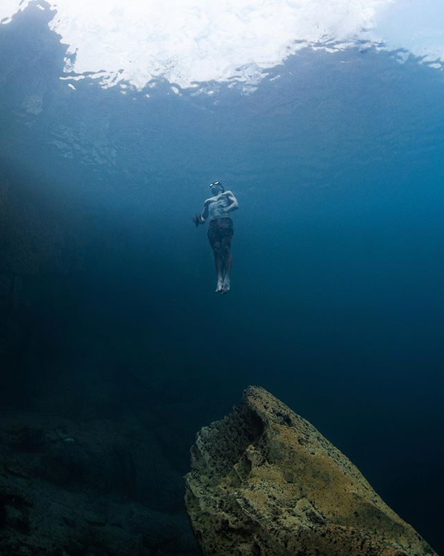 aero II // 📸@pinky_freediver #underwater #walkonwater #diving #underwaterphotography #philippines #explore #quiteplace #view #freediving #throwback #outdoors #harkmeinrich #photooftheday #water #ocean