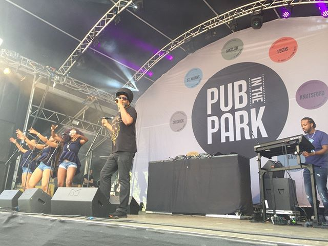 Take us back to @PubinthePark Bath when the sun was shining and the beats of Soul II Soul Soundsystem made it feel like summer! With the Pub in the Park series now midway through, let's hope for sun at the rest of the events (and for Glasto this weekend too! 🌞 #pubinthepark #summershere