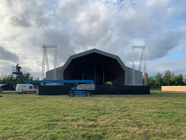 The second of our current hattrick of events is @TheBigFeastival. This is the fourth year Team Redwood has been involved with this amazing festival and our superstar @_BenEddie_ is currently flying the Redwood flag in the role of Site Manager for the event. Not only do we offer H&S consultancy, our team of event experts also have a huge amount of experience across almost every aspect of event production!⠀ ⠀ For The Big Feastival, as site manager, Ben seamlessly fits into the IMG ops team, working with the festival's operations director and manager. As the lead contact for core contractors, he oversees the operations for the critical site infrastructure, supports with operational response to incidents such as adverse weather and is on site from the start of the build till everything is taken away again – Hands on to say the least!⠀ ⠀ And with the weather forecast set to be beautiful over the bank holiday weekend – it'll be a cracking end to the summer. 🌞 ⠀ ⠀ #sitemanagement #thebigfeastival #eventprofs