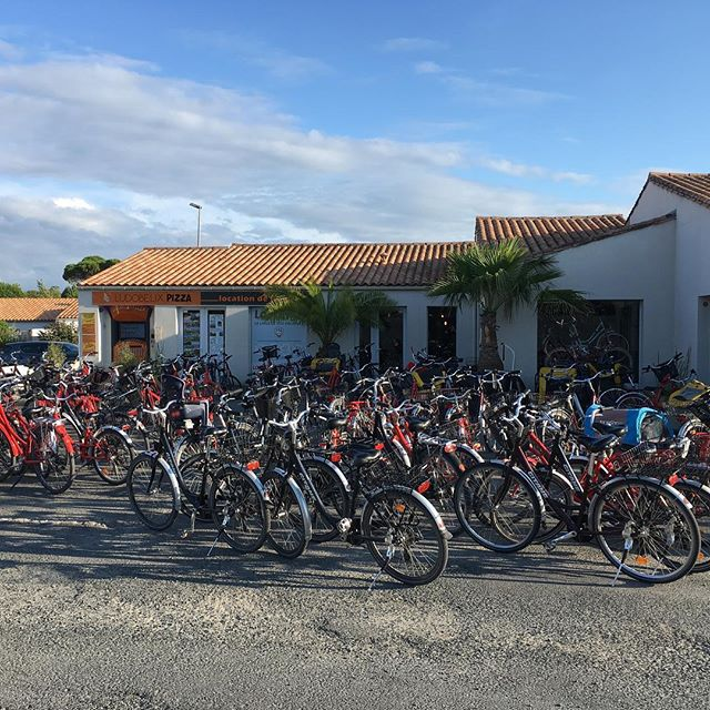 Un bon vendredi soir  chez un plus cycles #unpluscycles #ilederé #boisplage #velo #locationvelos