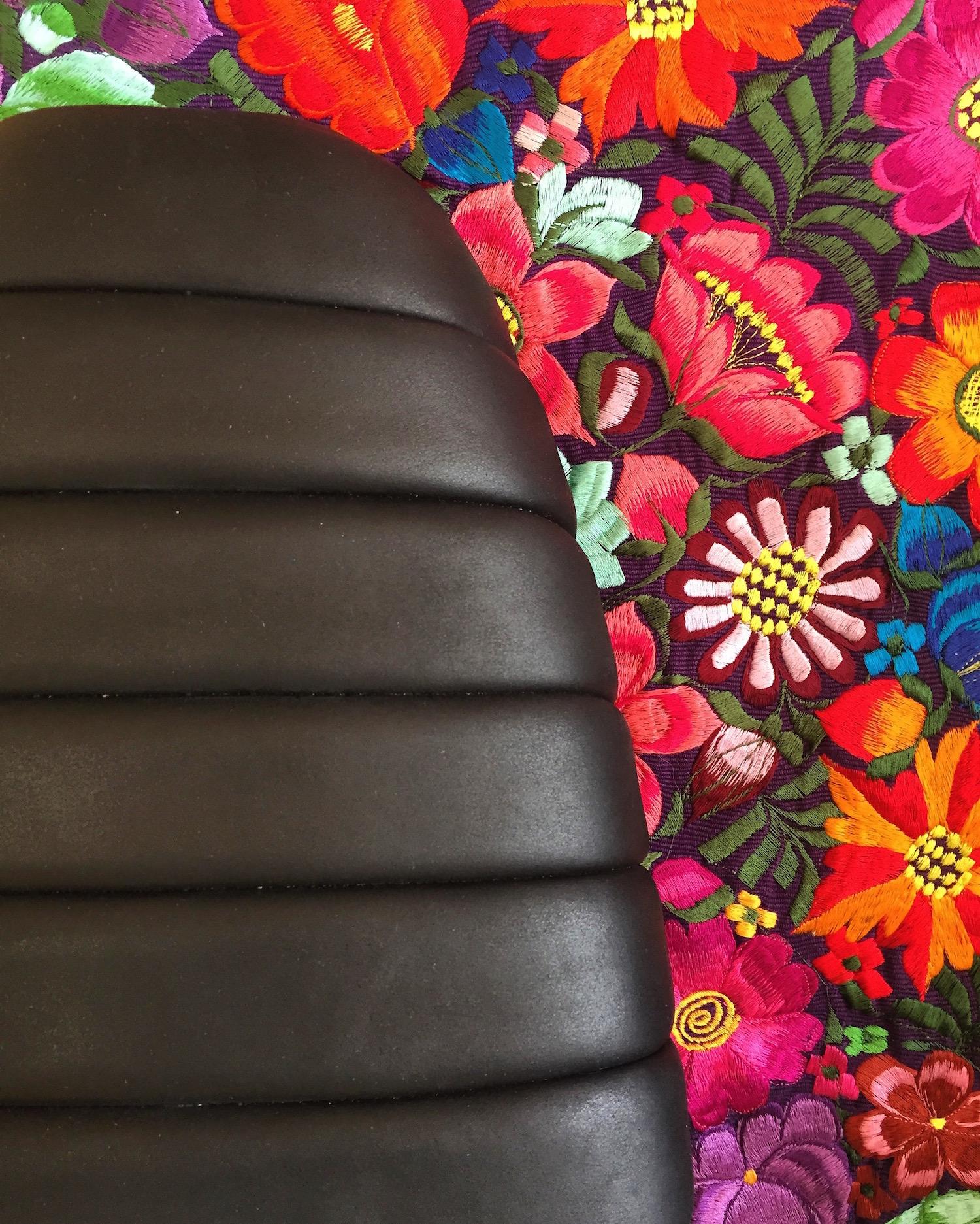 Triumph Bonneville -- Maven Seats