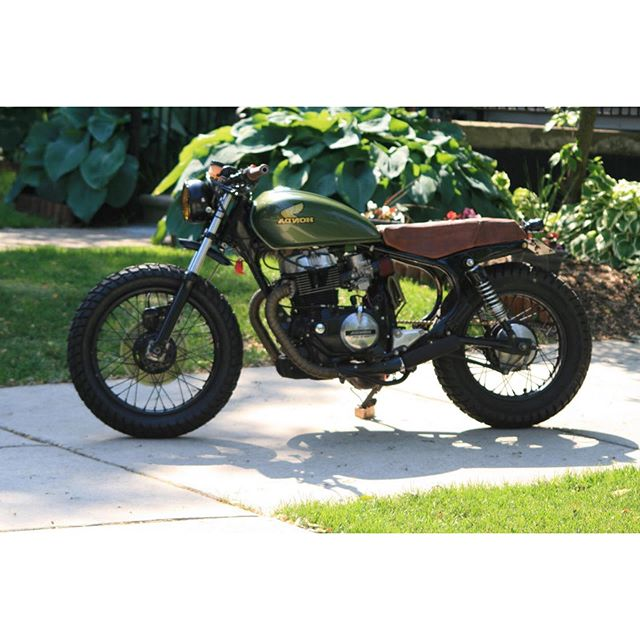 Full picture of @amunoz212121 's 1983 Honda CM450 because I love it. 😍| #mavenseats (& thanks for the photos Ashton!) . . . . . . . . . . . #customseat #custombike #bikebuild #vintage #cm450 #hondatwin #hondabuild #vintagehonda #leatherseat #seatmaker #motorcycleseat #leatherisbetter #customupholstery #autotrimmer #thehogring #customculture #motorcycleart