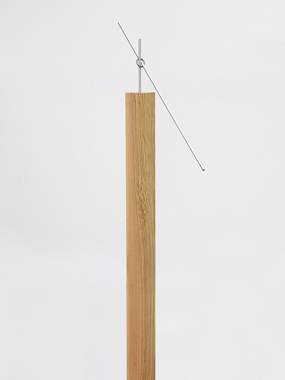 Axe , 2015, legno di frassino, alluminio 110 x 8 x 8 cm