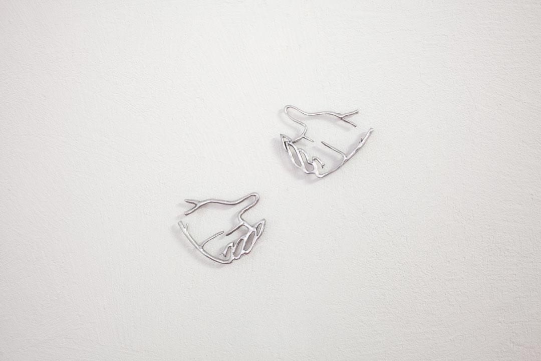 Ohrring  (2019), alluminio, ciascuna 12 x 16 x 1 cm, ed. 3 + 2 APs