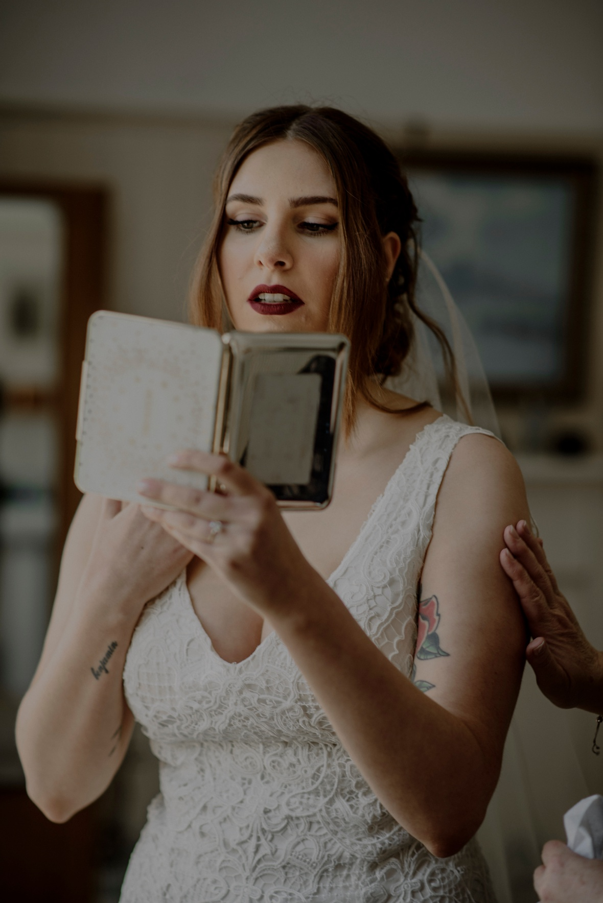 bride is looking at the mirror