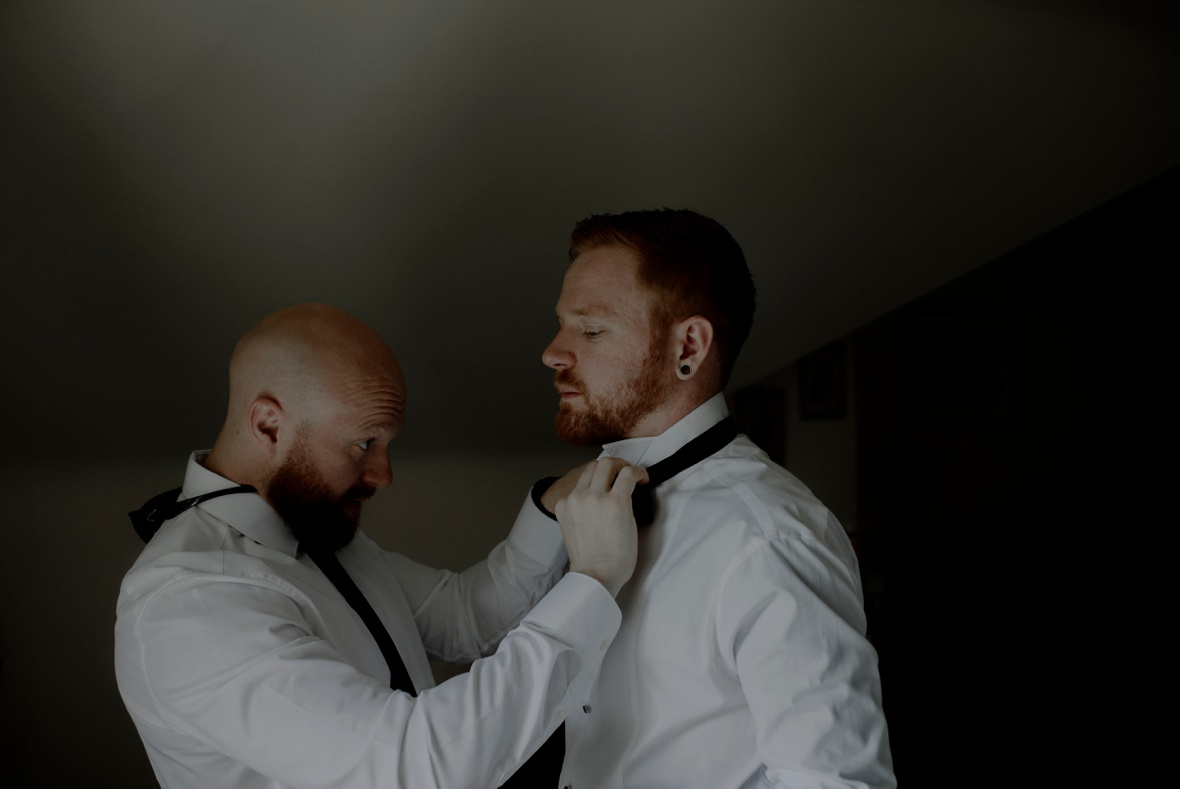 putting a bow tie