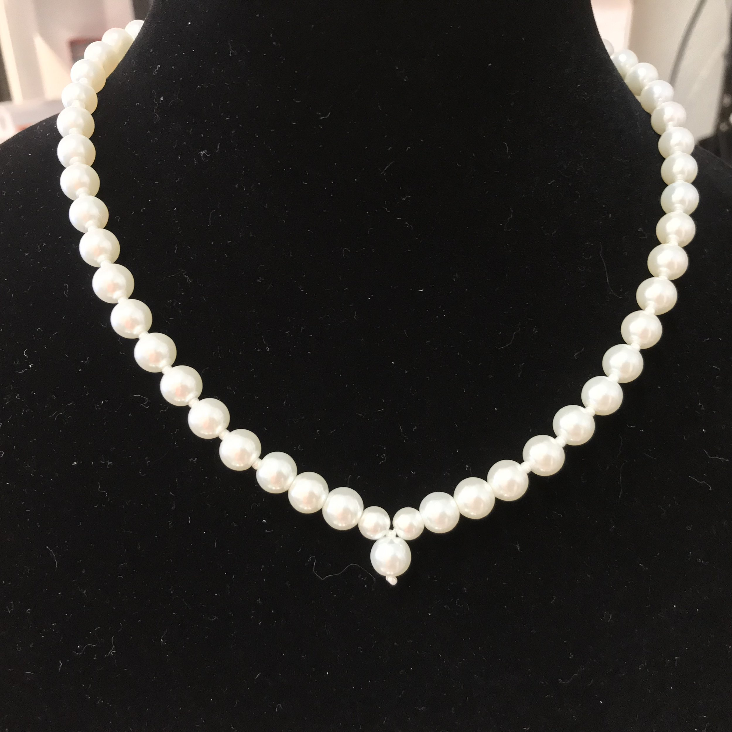 Pearl V shaped necklace