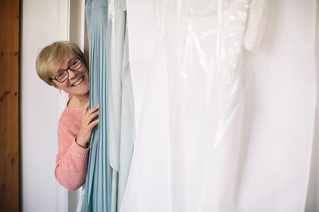 The mother of the bride peeking in to say hello during hair and make up 🥰👋⠀⠀ .⠀⠀ ⠀⠀ .⠀⠀ .⠀⠀ .⠀⠀ .⠀⠀ .⠀⠀ #WeddingPhotography #WeddingPhotographer #ReportagePhotography #OxfordWeddingPhotographer #LondonWeddingPhotographer #Photography #EngagementPhotography #CouplesPhotography #PortraitPhotography #Portraiture #Love #Wedding #WeddingInspo #JustGoShoot #Instadaily #PhotooftheDay #PeoplesCreatives #Fstoppers  #WeddingphotographyUK #Bridetobe #BridePrep