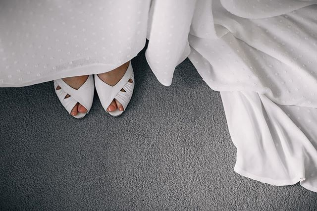 Peeping peep-toes 👀 ❤️#weddingphotographerUK #londonweddingphotographer #reportageweddingphotography #london #oxford #weddinginspo #realwedding #bride #bridalstyle #somethingborrowed
