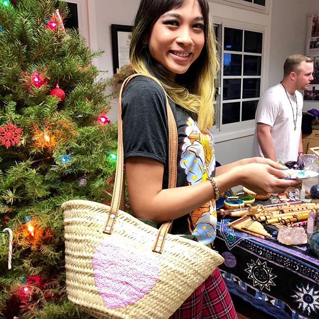 Have you done your Christmas shopping yet? 🛍🎄🎁 @talahonolulu ✨ . . . #holidays #holidayshopping #christmas #holidaygifts #giftideas #forher #bags #baskets #handmade #sequin #heart #boho #style #fashion #fashionpost #fashionista #fashioninspo #instagood #oahu #waikiki #honolulu #hawaii #cutegirl #giftguide #hawaiifive0 #bohovibes #pink #instafashion #ootd #talahonolulu