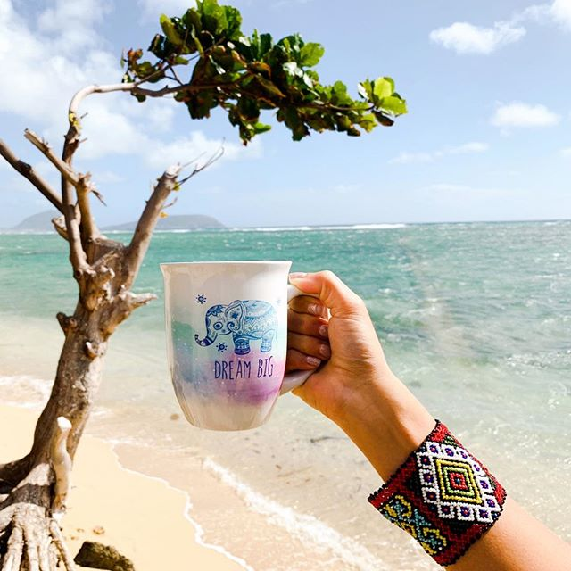Good morning!☀️🌴😊 It's almost the weekend!!! 🎉💃🏼 #aloha #friday #coffee #onthebeach #oahu #hawaii #islandstyle #boho #bogostyle #bohochic #beach #vibes #butfirstcoffee #beachlife #weekend #winterdays #blogger #ootd #fashion #instagood #instadaily #honolulu #happyvibes #2019 #dreambig #talahonolulu
