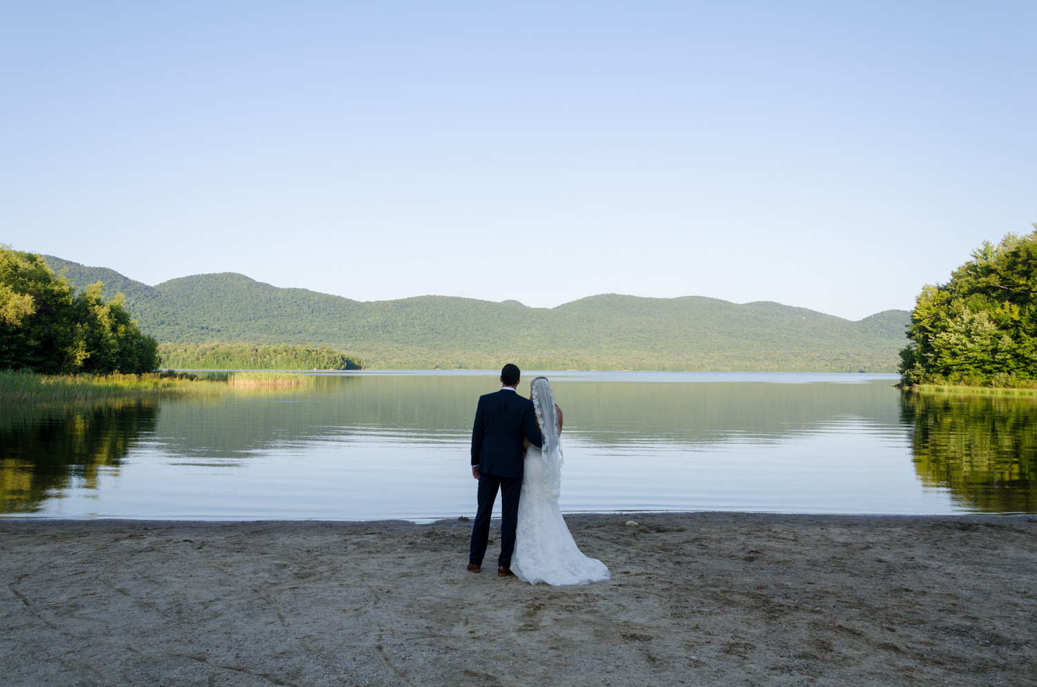 An adventurouse bride and groom in the mountains
