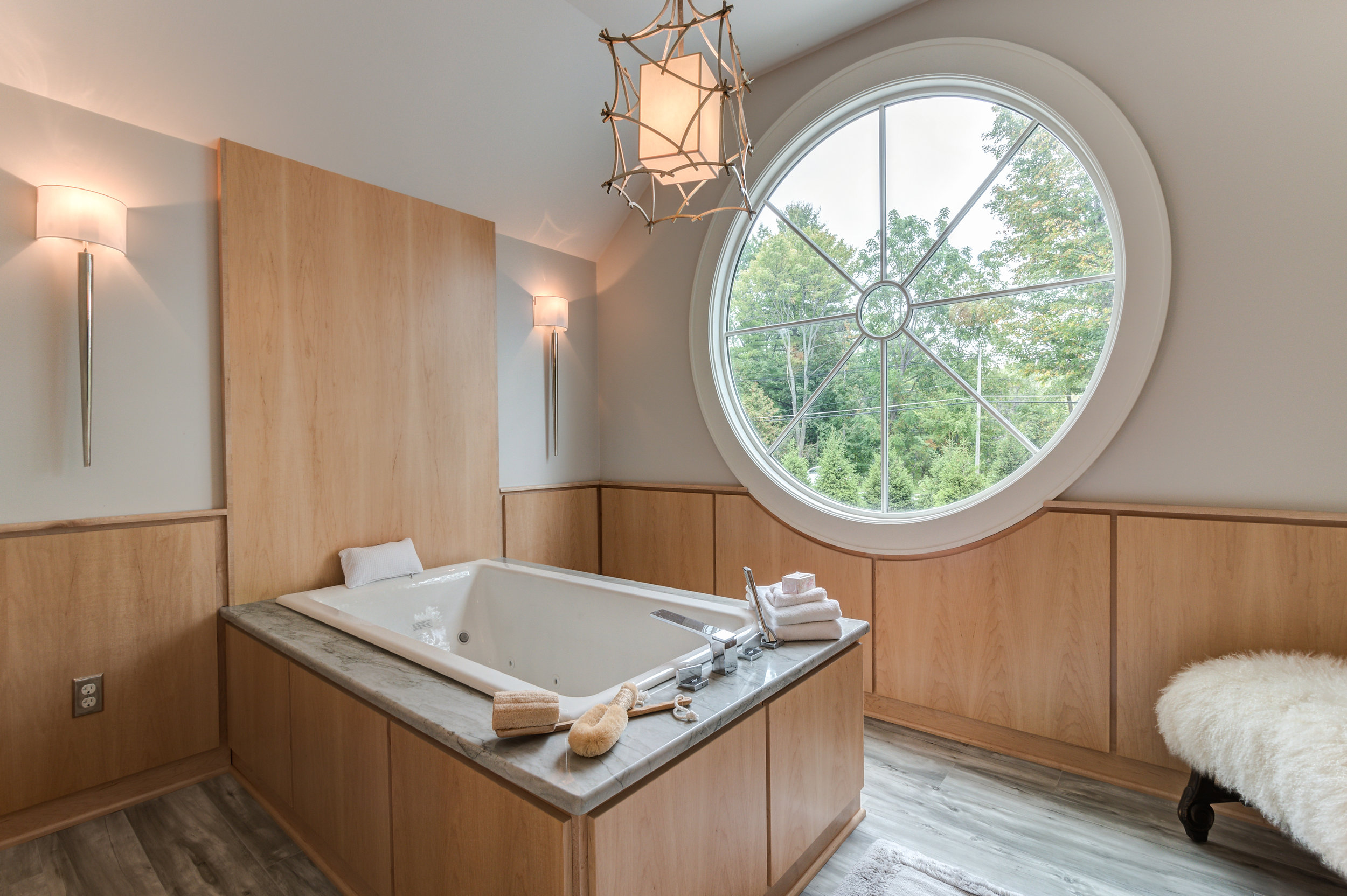Master bath Tub.jpg