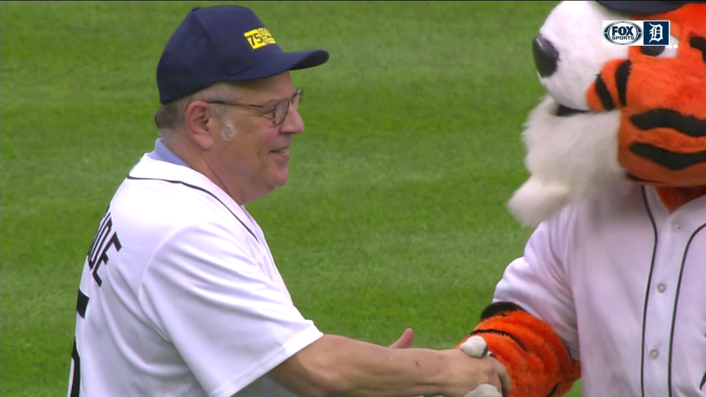 Nice job, Stanford! Even the Tigers mascot, Paws, thought that was a good pitch.