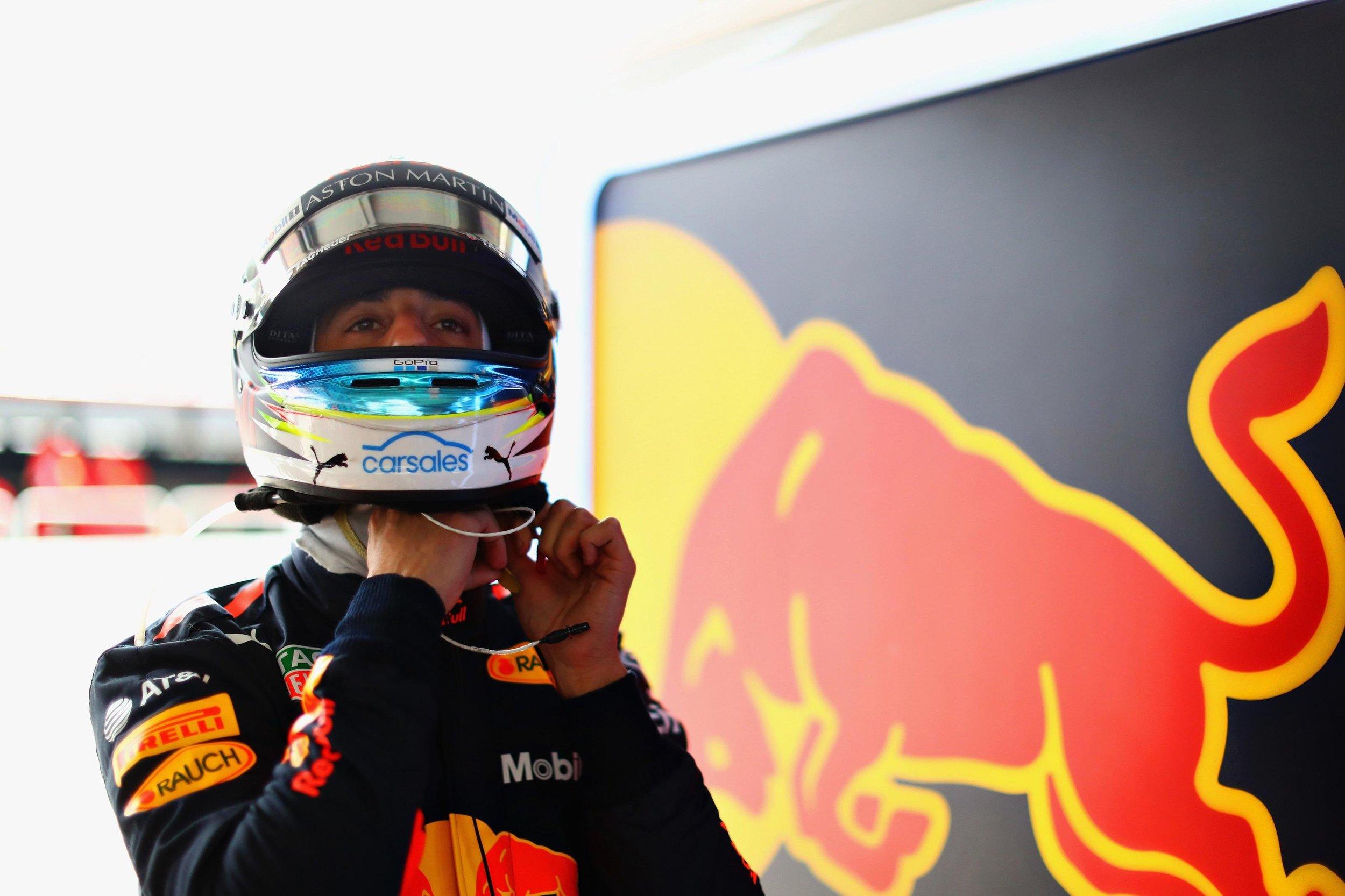daniel_ricciardo_red_bull_racing_brazilian_f1_grand_prix_2018.jpg