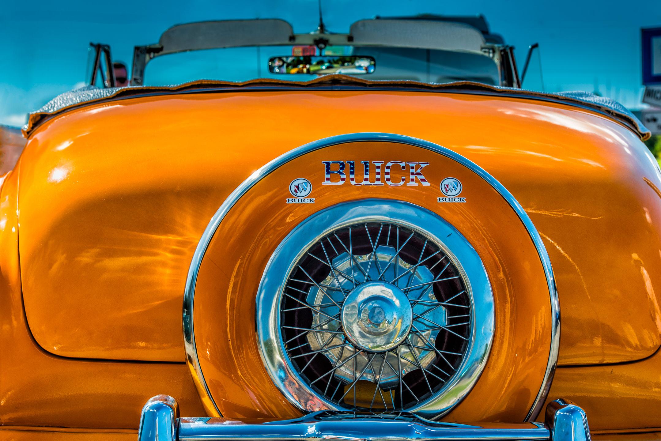 Golden Buick, Havana Cuba