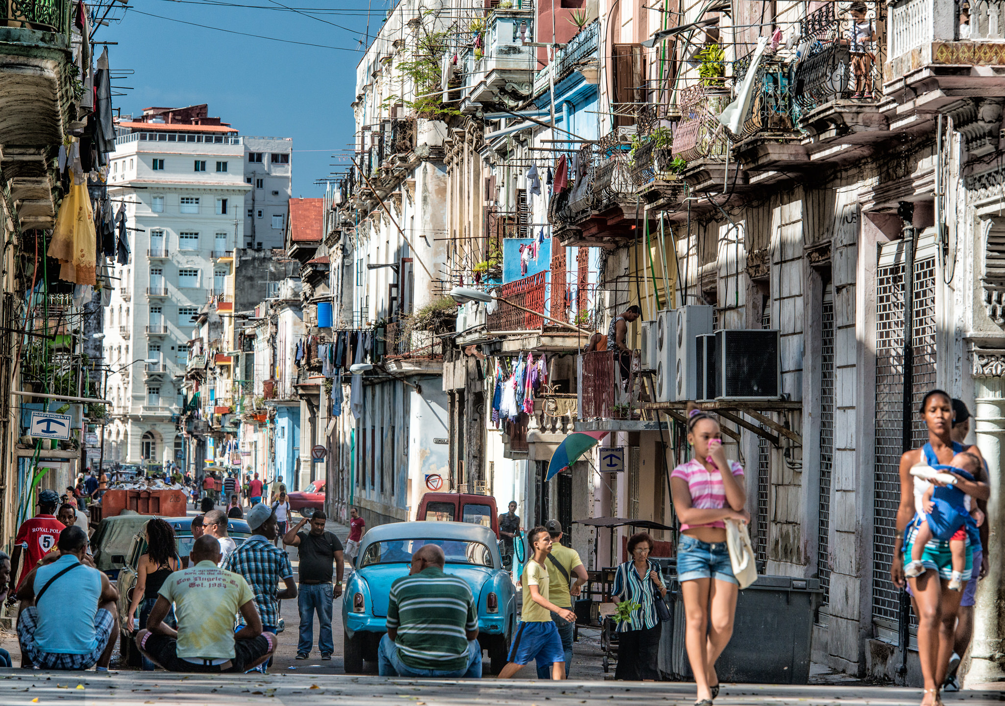 Havana Streets, Walking and watching