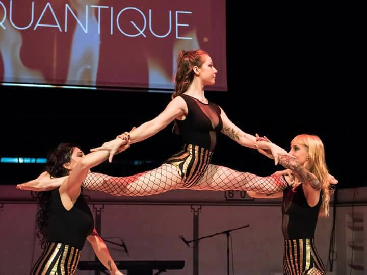 Performance au sol - Trio acrobatique