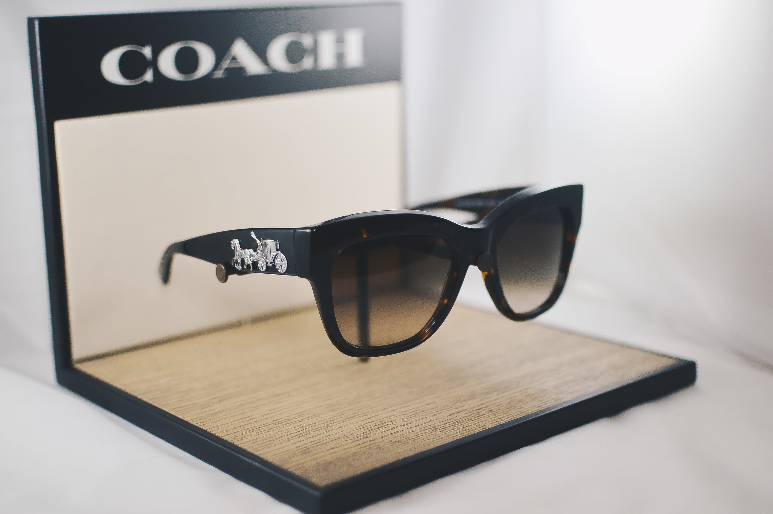 coach - An eyewear collection perfectly expresses the effortless New York style and the authentic American heritage of the Coach brand.