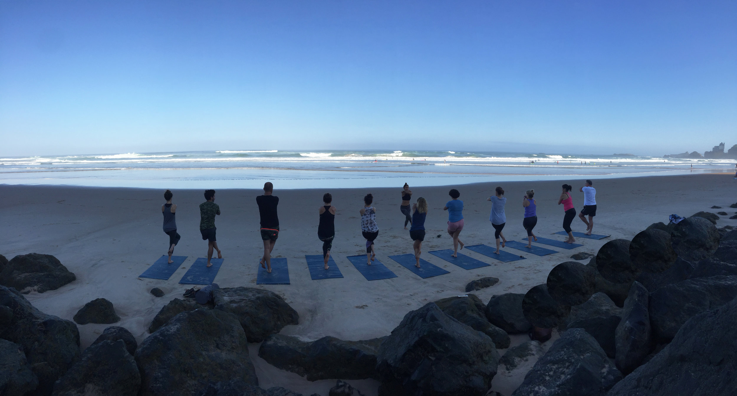 beach yoga in biarritz