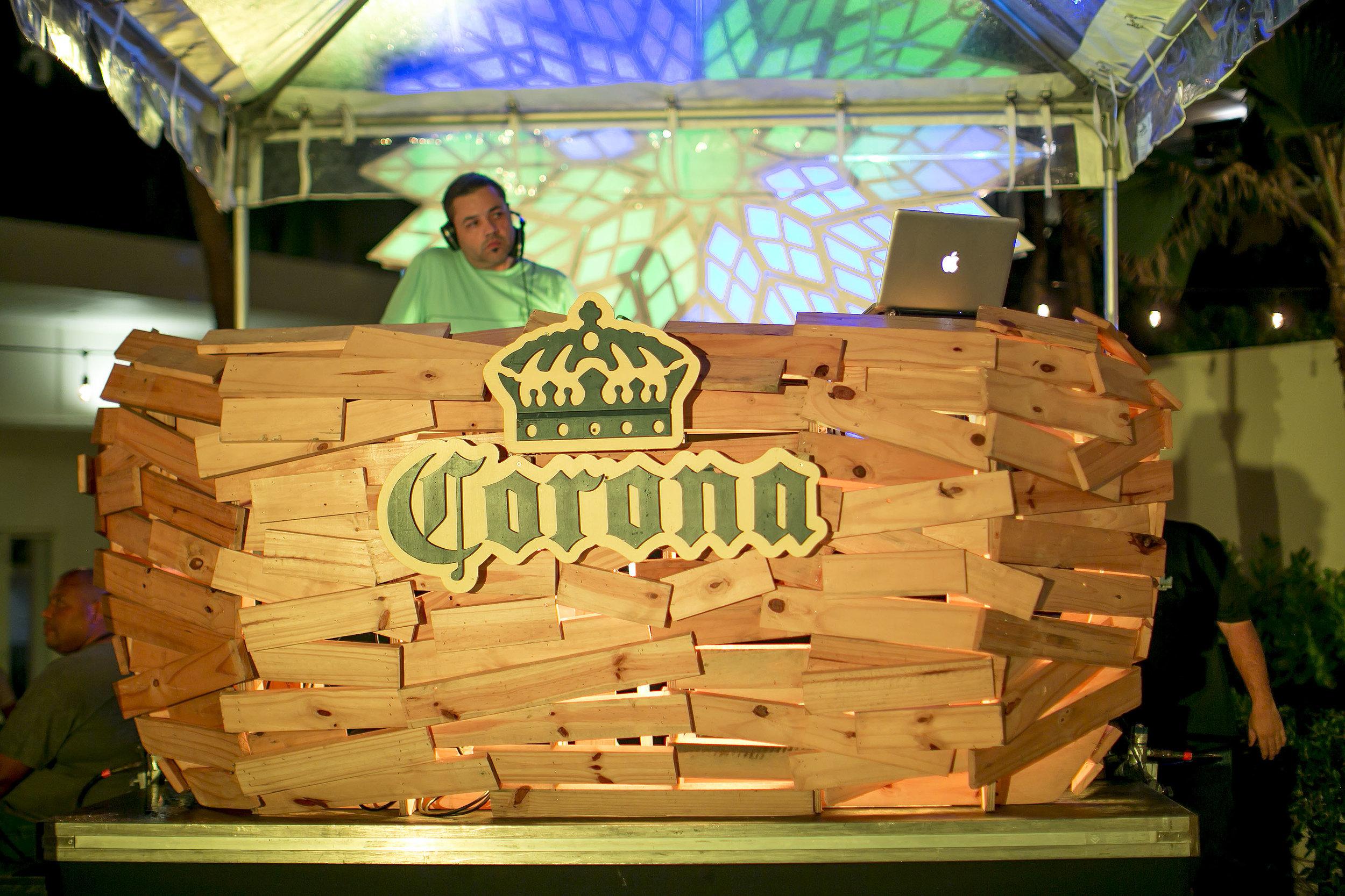 Booth de Corona Sunset Sessions junto a DJ Eskuche .JPG