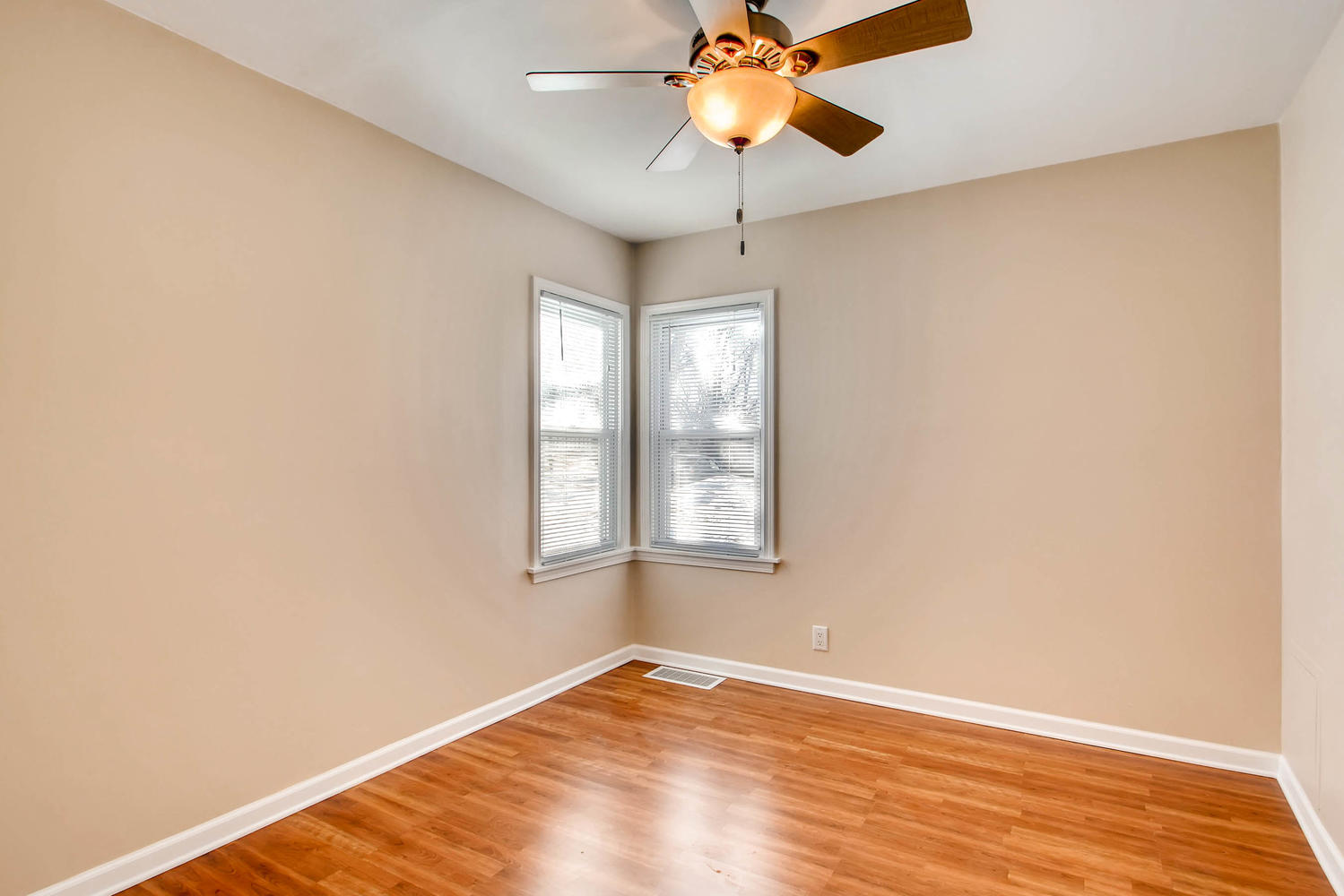 4630 7th St NE Minneapolis MN-large-018-16-Bedroom-1500x1000-72dpi.jpg