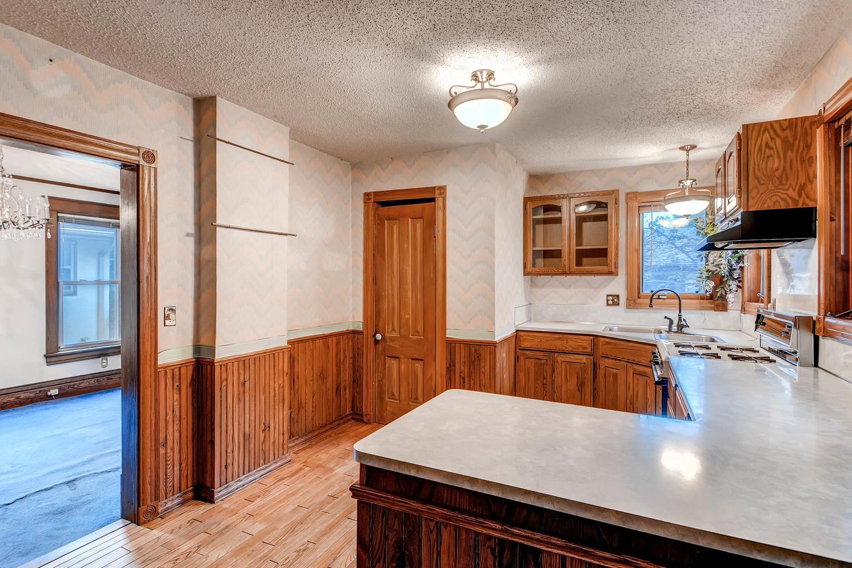 630 5th St NE Minneapolis MN-large-013-2-Kitchen-1500x1000-72dpi.jpg