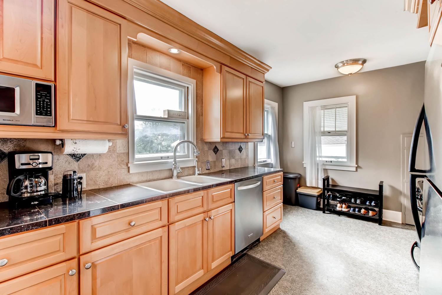 3138 Lincoln St NE Minneapolis-large-011-13-Kitchen-1500x1000-72dpi.jpg