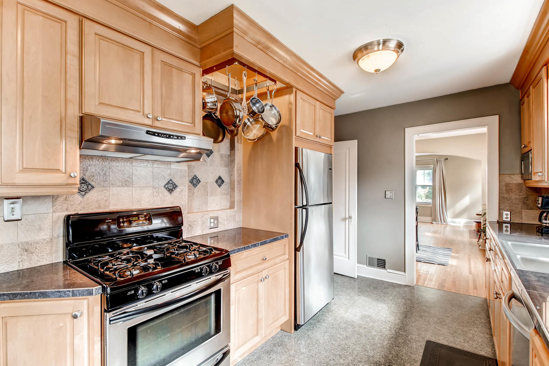 3138 Lincoln St NE Minneapolis-large-012-14-Kitchen-1500x1000-72dpi.jpg