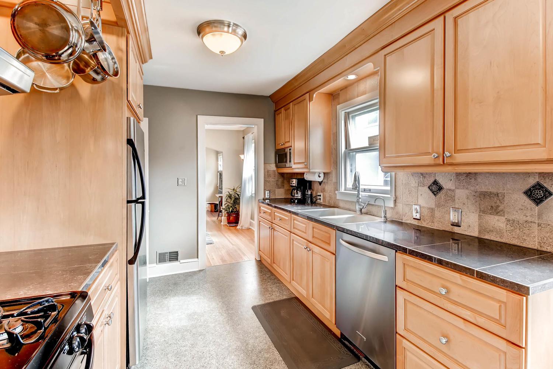 3138 Lincoln St NE Minneapolis-large-013-2-Kitchen-1500x1000-72dpi.jpg