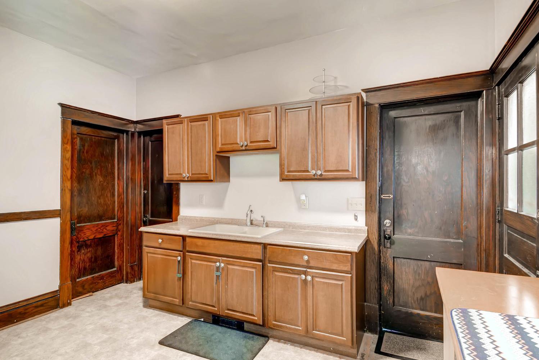 1121 Washington St NE-large-009-5-Kitchen-1499x1000-72dpi.jpg