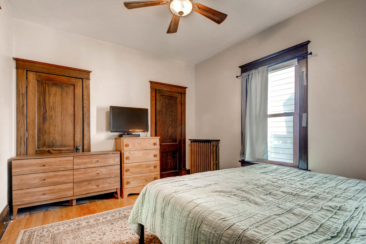1121 Washington St NE-large-010-10-Bedroom-1500x1000-72dpi.jpg