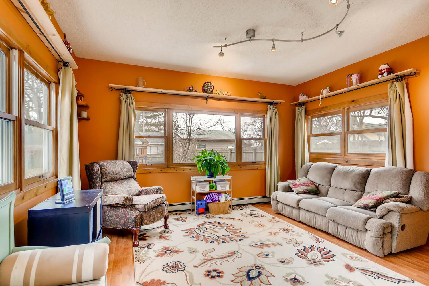 2327 Polk St NE Minneapolis MN-large-013-12-Family Room-1500x1000-72dpi.jpg